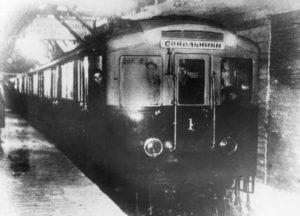 pervyj-poezd-moskovskogo-metro