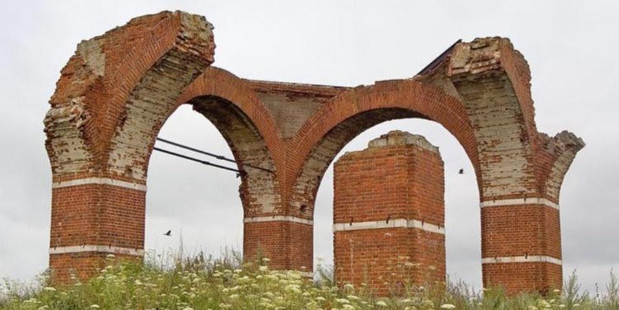 ruiny-hrama-foto